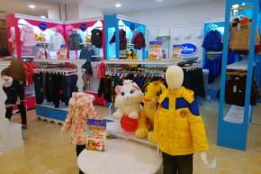 迪士尼童装店铺展示