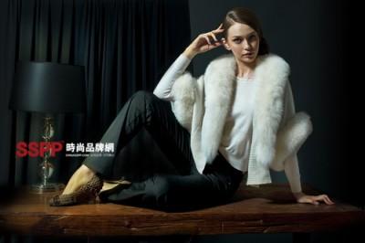 杭州/一品牌简介 鳄鱼恤是1911年德国在香港注册的服装商标。