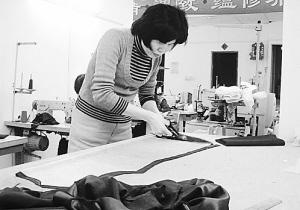 今年冬装卖得比去年贵 催热裁缝店旧衣翻新 (图)