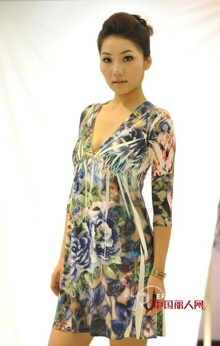 唐代女子衣服上的团花纹样