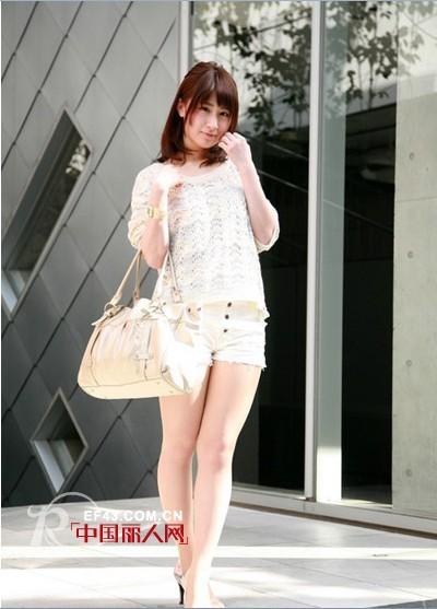 街拍日本潮流的美丽街头女生风女孩圈发不晚上朋友图片