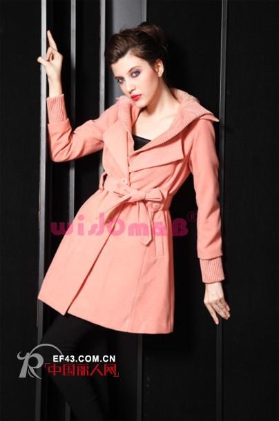 秋天呢,连衣裙ort恤似乎略显单薄,简约大气的风衣才是时尚而保温的