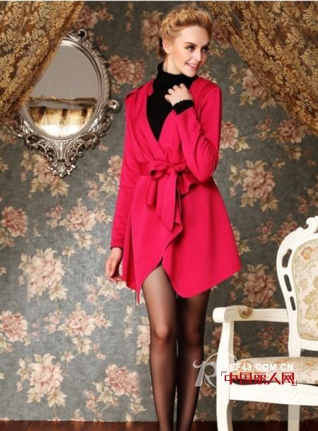 红色外套搭配 玫红色配什么颜色好看