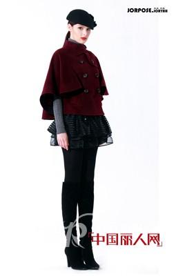 酒红色大衣如何搭配_中国丽人网