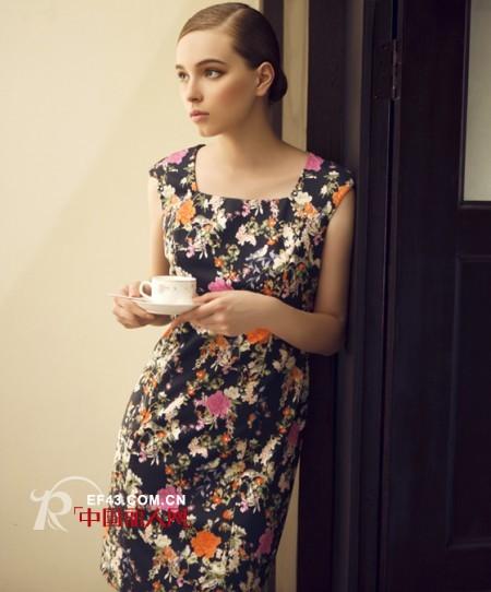 袖碎花连衣裙 今年夏季什么裙子最流行图片