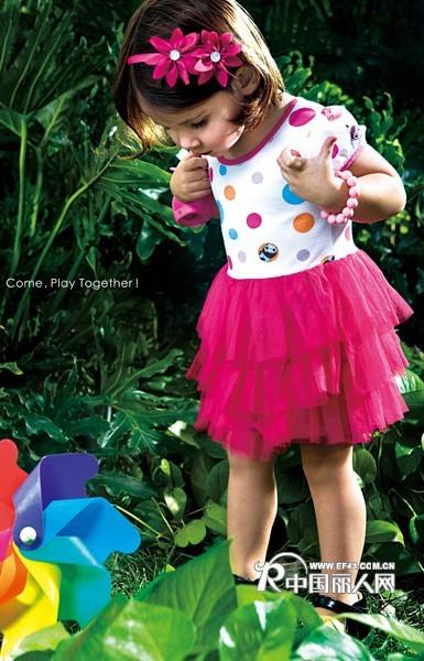 夏季时尚背心裙 亮色连衣裙 装点童真年代