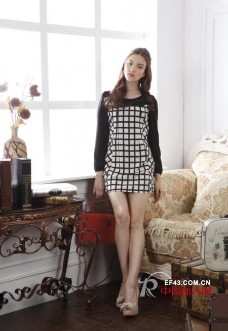 夏末初秋服装巧搭 小西装+长款连衣裙单品秋季魅力尽显