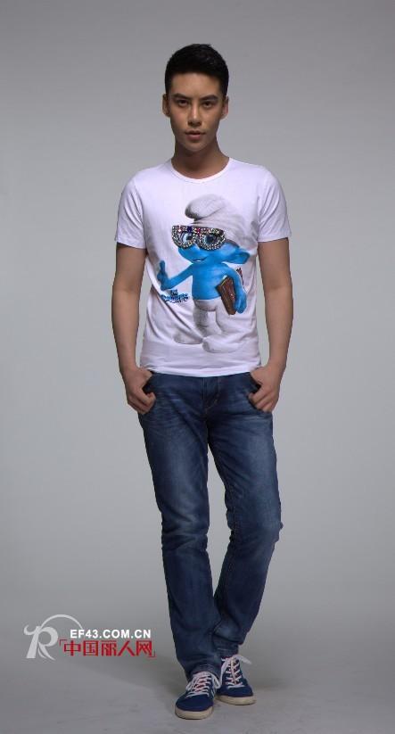 《蓝精灵2》即将上映 蓝精灵主题印花T恤走热