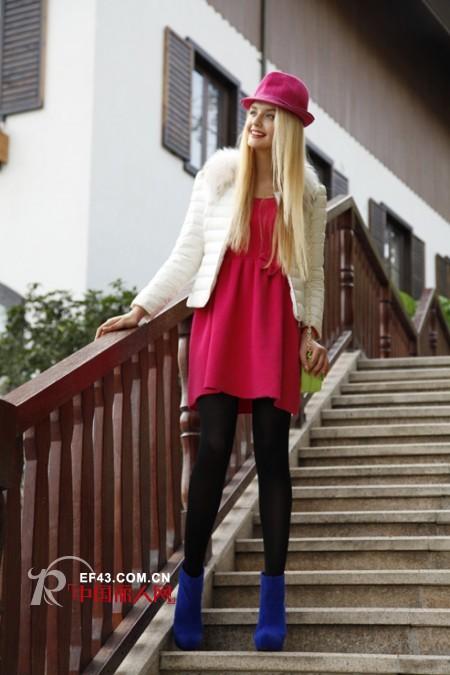 玫红呢子大衣搭配_玫红色配什么颜色好看 玫红色服装搭配什么颜色包包_女装加盟网