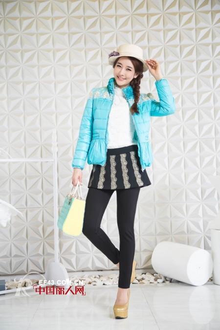 丹诗格尔冬装新款女装羽绒服系列服装搭配示范 让温暖蔓延整个严冬
