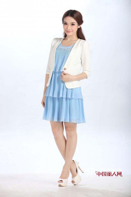 今年春季流行什么搭配?小香风外套搭配连衣裙