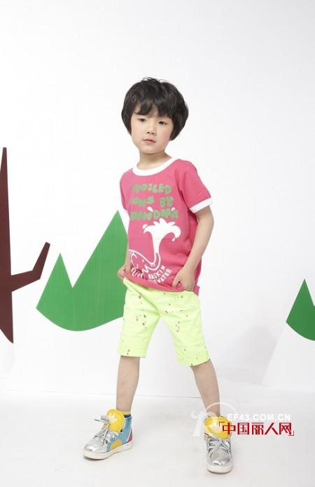 夏天什么颜色比较适合小男孩 男生t恤搭配设什么颜色裤子好