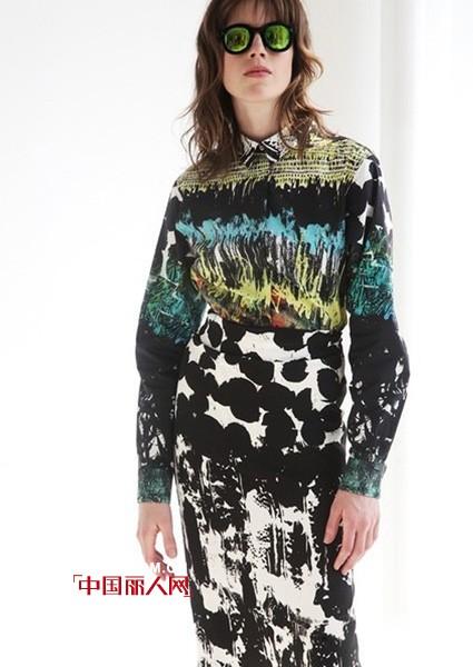 个性服装款式搭配 彩绘设计服装流行吗 今年春天流行什么款式