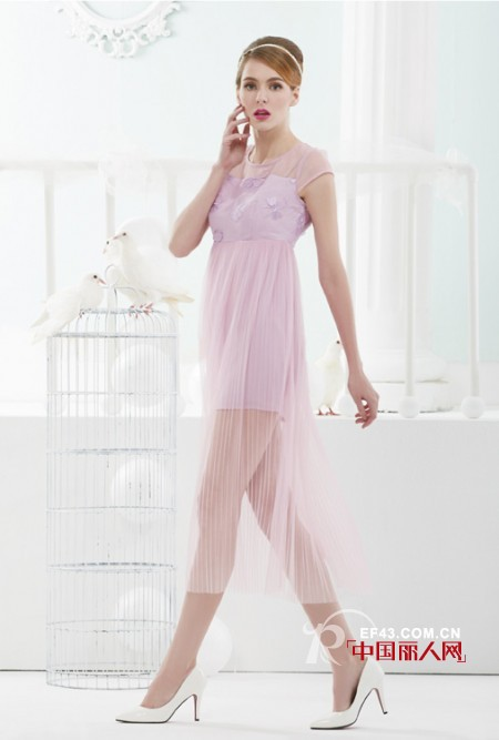 紫色欧根纱连衣裙新款 露肩镂空雪纺裙好看吗