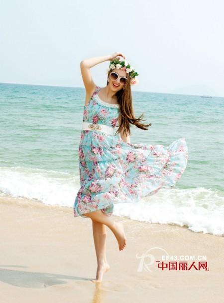 去海边穿什么衣服好 去海边旅游穿的连衣裙