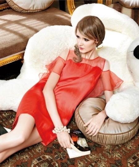 歐根紗連衣裙 紅色連衣裙露肩裝搭配 無袖連衣裙穿搭