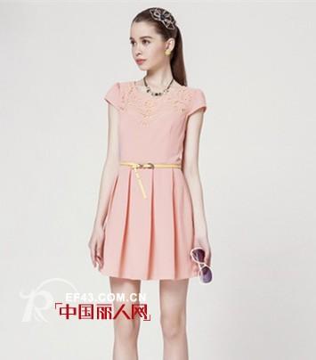 純色連衣裙好看嗎 夏季純色連衣裙什么顏色好看