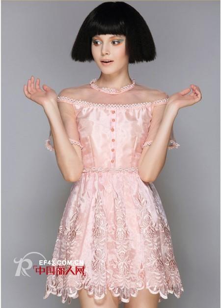 欧根纱连衣裙什么颜色的好看 粉色的衬肤吗