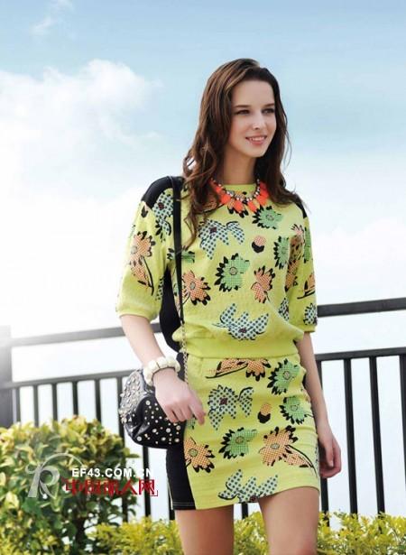 秋季最流行什么款式 最流行印花多样版型 印花套装搭配