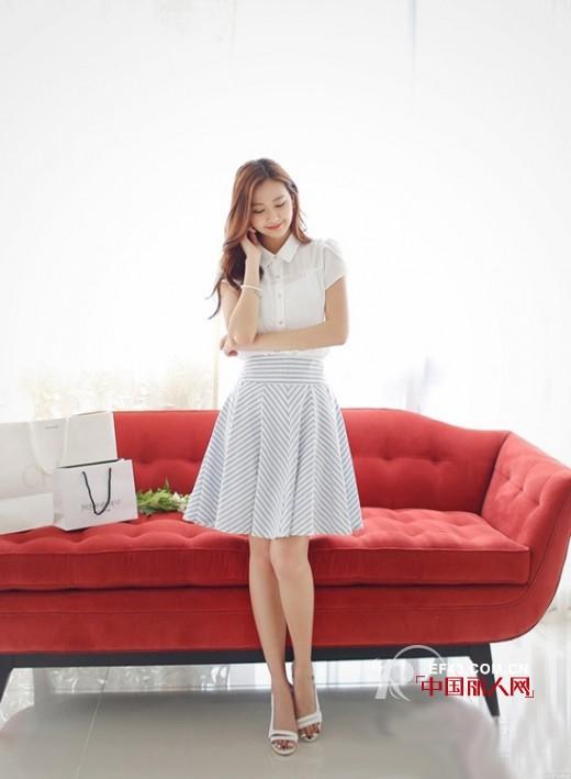 白色衬衫搭配 白色衬衫怎么搭配好看