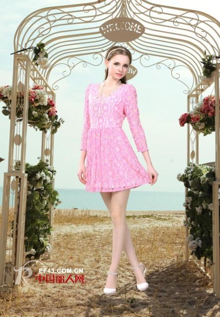 粉色连衣裙搭配 粉色连衣裙配什么颜色外套