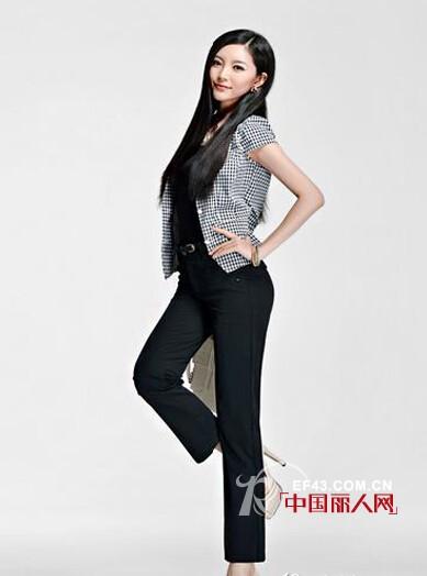 黑色直筒裤搭配 黑色直筒裤怎么搭配好看