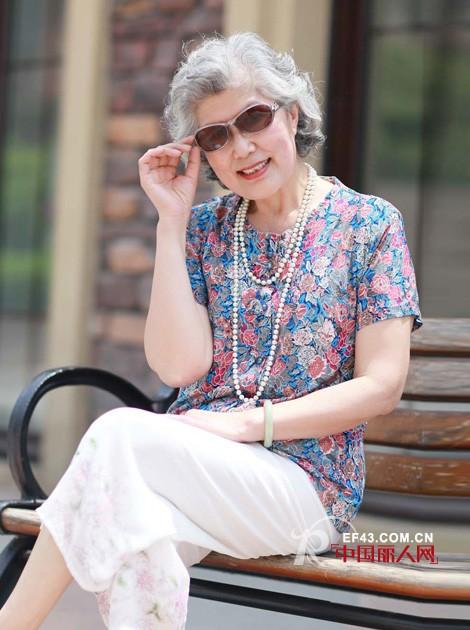 中老年夏装搭配的技巧有哪些? 三大技巧让你怎么搭都好看