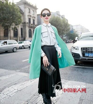 秋装怎么搭配才更时尚?  长裙mix小外套让你秒变时尚咖