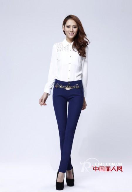 什么牌子的女裤好? 宝蓝色裤子显瘦搭配