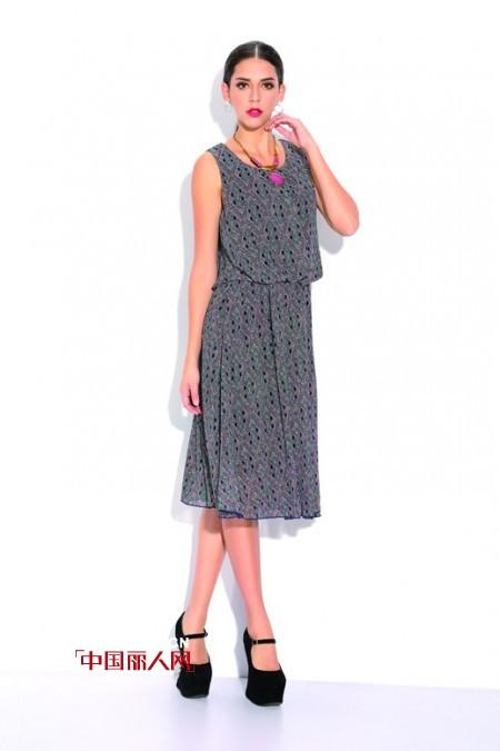 长款连衣裙搭配  波点黑丝裙是什么样的