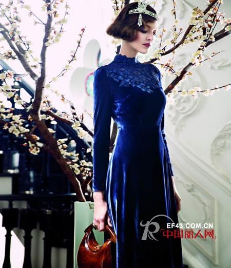 丝绒连衣裙什么款式好看 丝绒连衣裙怎么搭配