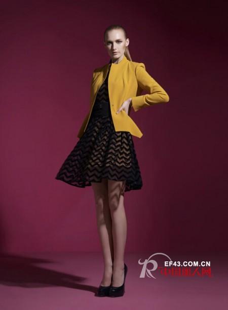 职业女性西装 秋天穿的西装外套怎么搭配?