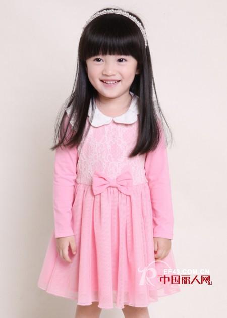 笛莎公主秋冬新款上市 粉色长袖连衣裙搭配