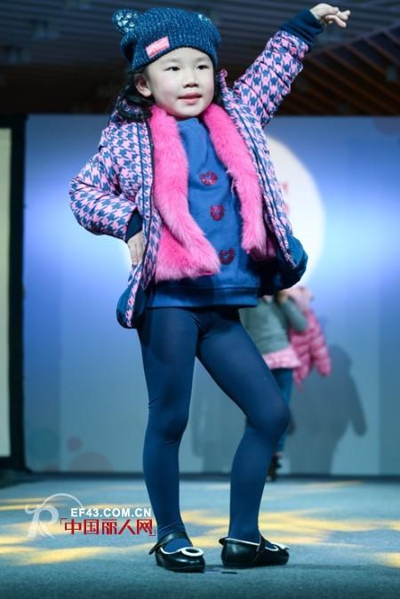 五六岁儿童穿的羽绒服 今年流行的童装羽绒服