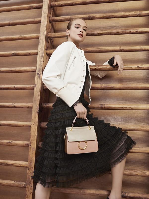 黑色小黑裙怎么搭配才好看 迪图重新定义小黑裙的搭配方式