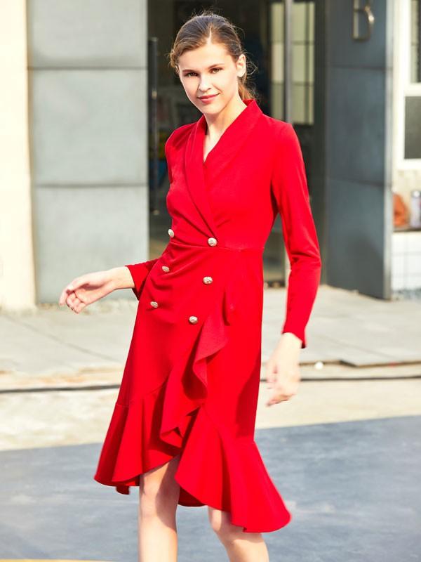 红色连衣裙显白吗 秋天适不适合穿红色连衣裙