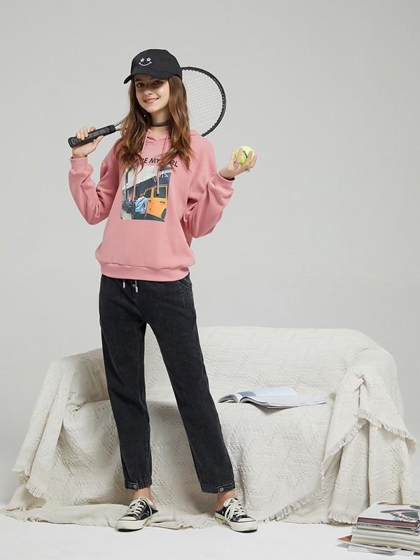 女孩子粉色卫衣好不好看 怎么穿才舒适