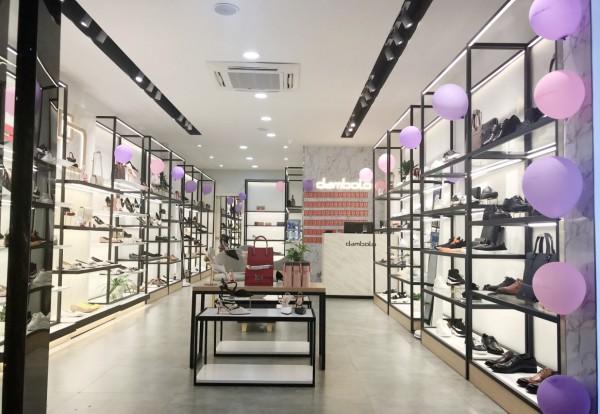 升级实体零售 丹比奴鞋包加盟路一路开挂 成为创业首选!