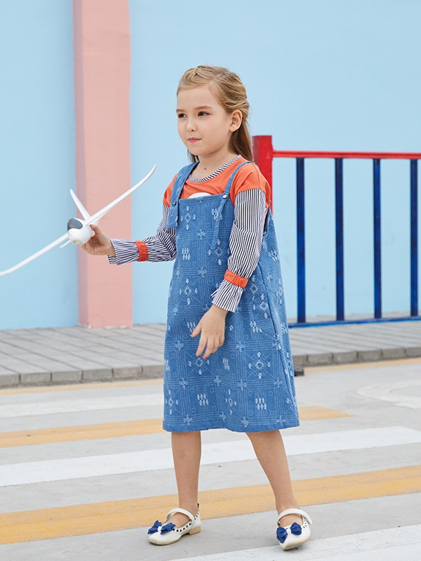 背带裙的里面可以怎么搭配 小女孩的背带裙的搭配有哪些