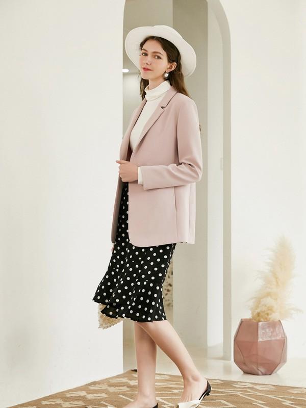 西装和波点半身裙搭配起来好看吗 有哪些精致的小西装