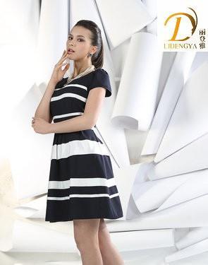黑色连衣裙搭配 将自己的优雅气质穿出来