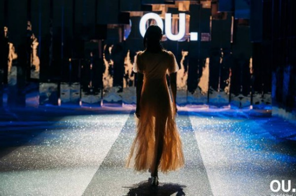 時尚女裝品牌OU.2020夏季時裝發布會在深圳海上世界文化藝術中心舉辦