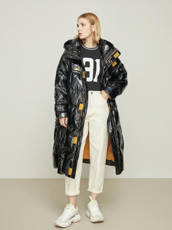 冬季你可能還缺一款長版羽絨服 教你怎么搭配穿出時尚感
