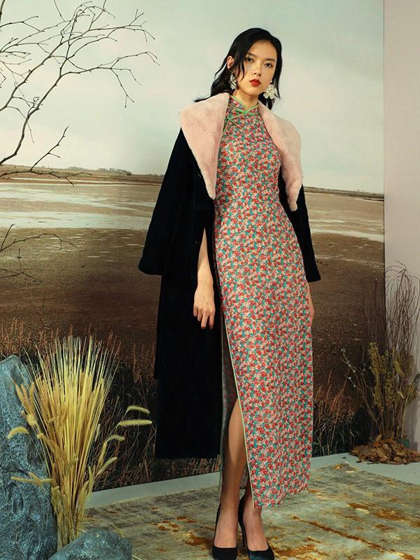 皮衣配旗袍裙好看吗 冬日旗袍裙适合配什么外套