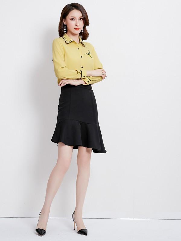 黄颜色的衣服搭配什么样的衣服比较好看呢