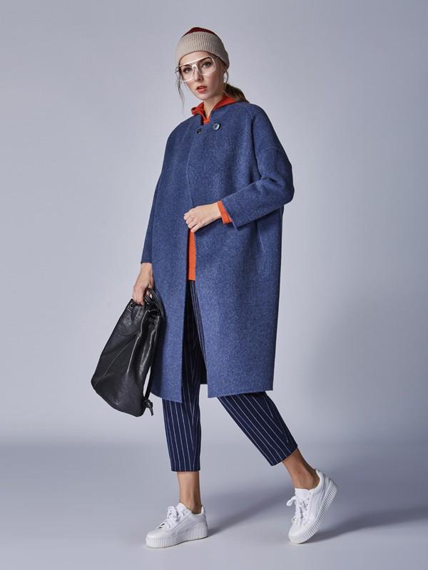 藏青色裙子怎么穿好看 藏青色大衣配什么颜色的内搭