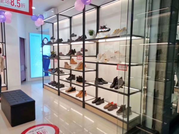 市场竞争激烈 丹比奴时尚鞋包迅速站稳市场