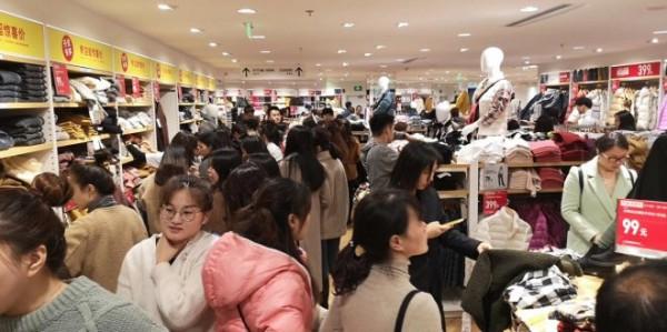 优衣库南京新百店开业三天残联全国冠军