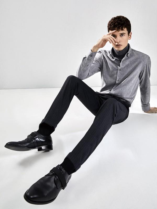 男士高领打底衫配什么外套好 九牧王男士高领打底衫搭配