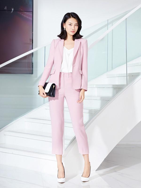 职场女性的时髦搭配 让你职场生活丰富多彩